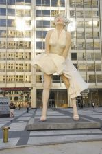 Marilyn Monroe Statue Unveiling at Pioneer Court in Chicago on July 15, 2011.jpg