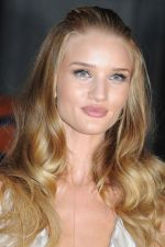 Rosie Huntington-Whiteley arrives at the Transformers Dark of the Moon press conference at Osaka Station City Cinema on 16th July 2011 (16).jpg