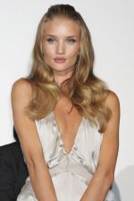 Rosie Huntington-Whiteley arrives at the Transformers Dark of the Moon press conference at Osaka Station City Cinema on 16th July 2011 (3).jpg