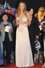 Rosie Huntington-Whiteley arrives at the Transformers Dark of the Moon press conference at Osaka Station City Cinema on 16th July 2011 (5).jpg