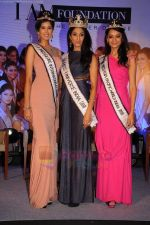 reveals 3 winners of I AM She in Trident, Mumbai on 16th July 2011 (14).JPG