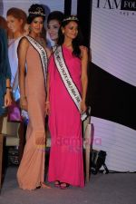 reveals 3 winners of I AM She in Trident, Mumbai on 16th July 2011 (6).JPG