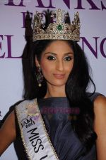 reveals 3 winners of I AM She in Trident, Mumbai on 16th July 2011 (70).JPG