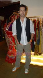Nakul Mehta at the launch of Designer Pallavi Goenka_s the new festive  collections in Mumbai on 20th July 2011.JPG
