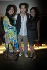 Nakuul Mehta at the launch of Designer Pallavi Goenka_s the new festive  collections in Mumbai on 20th July 2011 (38).JPG