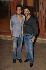Ritesh Deshmukh, Aashish Chaudhary at Manyata Dutt_s birthday bash in Mumbai on 21st July 2011 (108).JPG