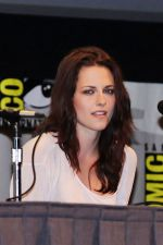 Kristen Stewart poses to promote Breaking Dawn from the Twilight Saga at  the 2011 Comic-Con International Day 1 at the San Diego Convention Center on July 21, 2011 (29).jpg