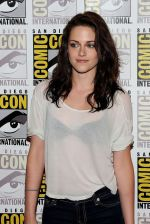 Kristen Stewart poses to promote Breaking Dawn from the Twilight Saga at  the 2011 Comic-Con International Day 1 at the San Diego Convention Center on July 21, 2011 (31).jpg