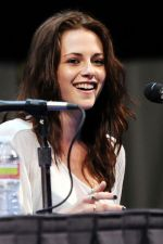 Kristen Stewart poses to promote Breaking Dawn from the Twilight Saga at  the 2011 Comic-Con International Day 1 at the San Diego Convention Center on July 21, 2011 (33).jpg