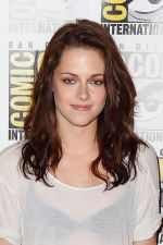 Kristen Stewart poses to promote Breaking Dawn from the Twilight Saga at  the 2011 Comic-Con International Day 1 at the San Diego Convention Center on July 21, 2011 (35).jpg