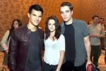 Taylor Lautner, Kristen Stewart, Robert Pattinson poses to promote Breaking Dawn from the Twilight Saga at  the 2011 Comic-Con International Day 1 at the San Diego Convention Center on July 21, 2011 (14).jpg