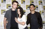 Taylor Lautner, Kristen Stewart, Robert Pattinson poses to promote Breaking Dawn from the Twilight Saga at  the 2011 Comic-Con International Day 1 at the San Diego Convention Center on July 21, 2011 (17).jpg