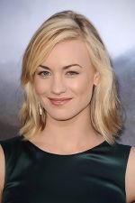 Yvonne Strahovski arrives at the world premiere of the movie Cowboys and Aliens at San Diego Civic Theatre on July 23, 2011 in San Diego, California.jpg