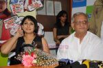 Asawari Joshi, Gulzar at the Audio release of Chala Mussaddi - Office Office in Radiocity Office on 25th July 2011 (35).JPG