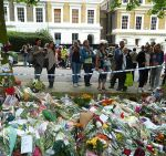 Amy Winehouse_s Fans Pay Their Respects at Amy Winehouse_s Residence in London on July 26, 2011.jpg