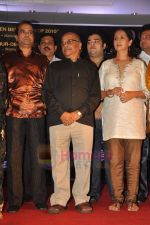 Neena Kulkarni, Suresh Wadkar at Anant Mahadevan_s Mee Sindhutai Sapkal success bash in Worli, Mumbai on 29th July 2011 (102).JPG