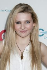 Abigail Breslin at Super Saturday 14 to Benefit Ovarian Cancer Research Fund on 30th July 2011 at Nova_s Ark Project in Watermill, NY, USA (3).jpg