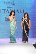 Anu Ranjan walks the ramp for Beti Gitanjali Show at IIJW 2011 in Grand Hyatt on 31st July 2011 (274).JPG