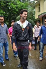 Hrithik Roshan donates bus to Dilkush school in Juhu, Mumbai on 1st Aug 2011 (1).JPG