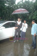 Hrithik Roshan donates bus to Dilkush school in Juhu, Mumbai on 1st Aug 2011 (2).JPG