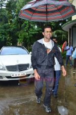 Hrithik Roshan donates bus to Dilkush school in Juhu, Mumbai on 1st Aug 2011 (33).JPG