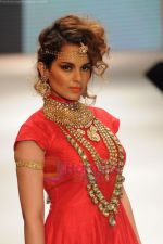 Kangana Ranaut walks the ramp for Amrapali at IIJW 2011 in Grand Hyatt on 31st July 2011 (53).JPG