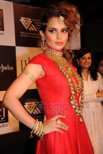 Kangana Ranaut walks the ramp for Amrapali at IIJW 2011 in Grand Hyatt on 31st July 2011 (60).JPG