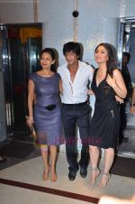 Kareena Kapoor, Shahrukh Khan, Gauri Khan at Ra One Completion bash in Esco Bar on 31st July 2011 (87).JPG