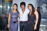 Kareena Kapoor, Shahrukh Khan, Gauri Khan at Ra One Completion bash in Esco Bar on 31st July 2011 (88).JPG