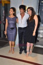 Kareena Kapoor, Shahrukh Khan, Gauri Khan at Ra One Completion bash in Esco Bar on 31st July 2011 (90).JPG