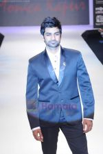 Manish Goel walks the ramp for Monica Kapur at IIJW 2011 in Grand Hyatt on 31st July 2011 (125).JPG