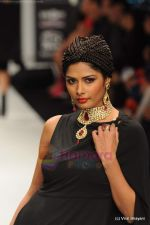 Model walks the ramp for Amrapali at IIJW 2011 in Grand Hyatt on 31st July 2011 (126).JPG