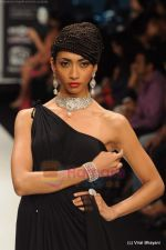 Model walks the ramp for Amrapali at IIJW 2011 in Grand Hyatt on 31st July 2011 (145).JPG