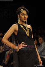 Model walks the ramp for Amrapali at IIJW 2011 in Grand Hyatt on 31st July 2011 (62).JPG