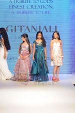 Model walks the ramp for Beti Gitanjali Show at IIJW 2011 in Grand Hyatt on 31st July 2011 (231).JPG