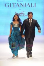 Model walks the ramp for Beti Gitanjali Show at IIJW 2011 in Grand Hyatt on 31st July 2011 (239).JPG