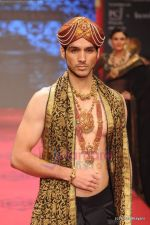 Model walks the ramp for C Krishniah Chetty & Sons at IIJW 2011 in Grand Hyatt on 31st July 2011 (104).JPG