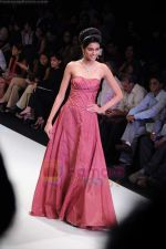 Model walks the ramp for Monica Kapur at IIJW 2011 in Grand Hyatt on 31st July 2011 (119).JPG