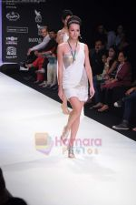 Model walks the ramp for Monica Kapur at IIJW 2011 in Grand Hyatt on 31st July 2011 (124).JPG