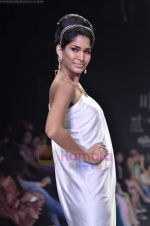 Model walks the ramp for Monica Kapur at IIJW 2011 in Grand Hyatt on 31st July 2011 (80).JPG