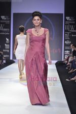 Model walks the ramp for Monica Kapur at IIJW 2011 in Grand Hyatt on 31st July 2011 (83).JPG