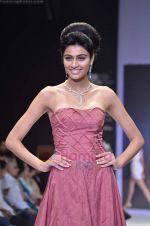 Model walks the ramp for Monica Kapur at IIJW 2011 in Grand Hyatt on 31st July 2011 (94).JPG