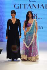 Neeta Lulla, Nishka Lulla walks the ramp for Beti Gitanjali Show at IIJW 2011 in Grand Hyatt on 31st July 2011 (289).JPG