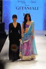 Neeta Lulla, Nishka Lulla walks the ramp for Beti Gitanjali Show at IIJW 2011 in Grand Hyatt on 31st July 2011 (290).JPG