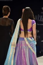 Neeta, Nishka Lulla walks the ramp for Beti Gitanjali Show at IIJW 2011 in Grand Hyatt on 31st July 2011 (183).JPG