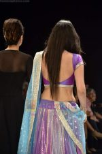 Neeta, Nishka Lulla walks the ramp for Beti Gitanjali Show at IIJW 2011 in Grand Hyatt on 31st July 2011 (184).JPG