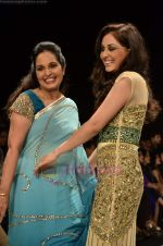 Pooja Chopra walks the ramp for Beti Gitanjali Show at IIJW 2011 in Grand Hyatt on 31st July 2011 (239).JPG