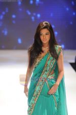 Riya Sen walks the ramp for Beti Gitanjali Show at IIJW 2011 in Grand Hyatt on 31st July 2011 (170).JPG