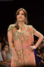 Soha Ali Khan walks the ramp for Beti Gitanjali Show at IIJW 2011 in Grand Hyatt on 31st July 2011 (252).JPG