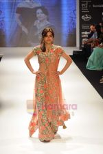 Soha Ali Khan walks the ramp for Beti Gitanjali Show at IIJW 2011 in Grand Hyatt on 31st July 2011 (265).JPG
